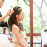 ヘアメイクリハーサルから当日まで、専属のヘアメイクがサポートします。 新婦様のイメージやリクエストを美しく仕上げていきます。
