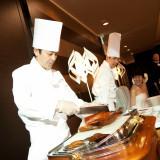 新郎サプライズで北京ダックを調理。その場で皆さんに召し上がっていただきました。