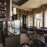 レストランでは眺望を満喫しながらウェルカムドリンクでおもてなし。