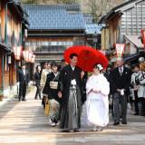 近隣にある提携神社の神前式や花嫁道中もサポート