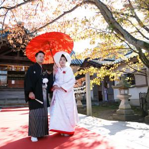 神社はホテルからほど近く、花嫁のれんや花嫁道中など金沢らしさを感じられる演出はゲストからも好評|KKRホテル金沢の写真(2253748)