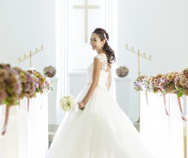 『聖マリエール教会』 柔らかな光が降り注ぐ幻想的なチャペル