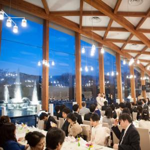 夕暮れ時のパーティーでは噴水のライトアップが美しい。|和田倉噴水公園レストラン (パレスホテル直営)の写真(1293694)