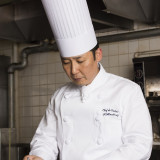 【総料理長】各国の王侯貴族が集う美食の館としてフランス料理の歴史と伝統を育んできたトゥールダルジャン東京店で、フランス料理に対する考え方を直接学ぶ。