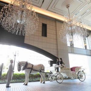 【#大阪でココだけ】白馬の馬車と写真が撮れるフェア