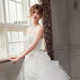 マギーがモデルを務める注目のドレスコレクション「マギーコレクション」。可愛いだけでなく、カッコよさと柔らかさも兼ね備えたマギーがさまざまな世界観のドレスを表現。