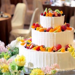 御来館日当日にご成約をいただけましたら、披露宴でウエディングケーキを人数分プレゼント!
