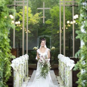 ハッとするほどグリーン森での挙式はご列席者もお喜び頂けます。|ホテル軽井沢エレガンス 「森のチャペル軽井沢礼拝堂」の写真(1992039)