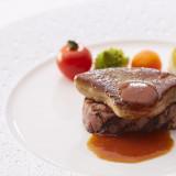 コースのメインとなるお肉は特に素材を厳選し、美味しさにこだわっている。ゲストの期待に応える味わい