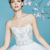 日本最大級の着数を持つFoursis&Co.がお二人のご結婚式を彩ります…