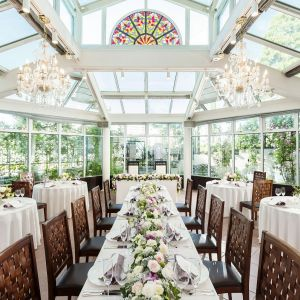 チャペルの下の独立型レストラン サンガーデン ガラス張りの会場でアットホームなご披露宴を 八王子ホテルニューグランド(グランドビクトリア八王子)の写真(2094659)