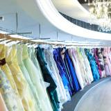 ドレスショップでは、ウェディングドレス、カラードレス、お着物まで豊富に取り揃えております。
