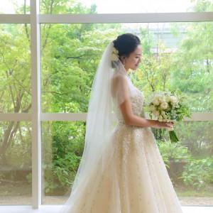 新緑の季節はウェディングドレスとのコントラストが美しい|ヒルトン福岡シーホークの写真(3938762)