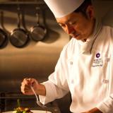 一皿一皿、手間隙を惜しまないおもてなしの心で。すべての調理過程にこだわった料理の数々を提供する。