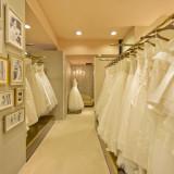 当ホテルのためだけに作られたオリジナルブランド。チャペルや会場の雰囲気にぴったりの厳選されたドレスが並ぶ。