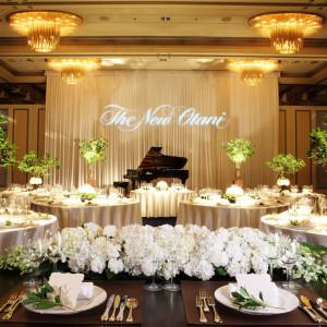 ブランドホテル『ニューオータニ』を代表する披露宴会場。 ゲストのレイアウトの指定はなくおふたりのご要望に合わせてご提案させていただきます。|HOTEL NEW OTANI HAKATA (ホテルニューオータニ博多)の写真(893166)