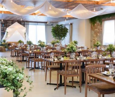 ~ビクトワール~ 収容可能人数:100名 2018.8月にリニューアルオープン 県内ではここだけのカフェスタイルウエディングを体験できる披露宴会場。好評いただいております