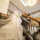 館内の螺旋階段は人気のフォトスポット 素敵なドレスに身を包み 思い出の写真を撮影してみて
