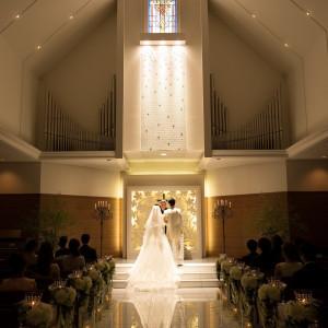 長さ15mのバージンロードに広がるご新婦様のドレスのトレーンが幻想的で素敵!|ホテルベルクラシック東京の写真(1835727)