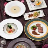 <クラシカルフレンチコース>お二人の最高の日を祝う場所で、ゲストと一緒にお楽しみいただけるよう、一皿一皿に心を込めて。
