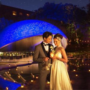 キャンドルの光でライトアップされた夜のチャペルも幻想的|星野リゾート リゾナーレ八ヶ岳の写真(2033684)