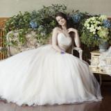 やわらかなチュールをたっぷりと重ねたふわっふわのウェディングドレスは花嫁だけの贅沢♪