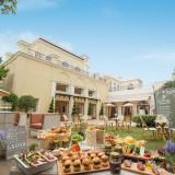 ウッドデッキや、ガーデン階段が施され、遊び心溢れるアットホームなイタリア館