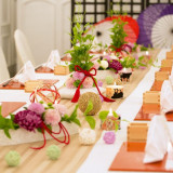少人数のご会食なら1つのテーブルを囲むスタイルも♪料理と会話を楽しんで☆