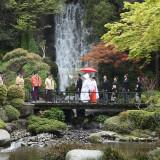 雅楽の生演奏が響き渡る中、庭園を花嫁一行が進む大迫力の『参進の儀』