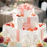 花嫁の憧れを形にしたオリジナルのウエディングケーキ。