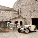 【ロールスロイス】1932コンバーチブルRolls-Royce!ゲストが出迎えてくれるエントランスに到着するとゲストからも歓声が。トレーンをなびかせ登場する花嫁を魅了!