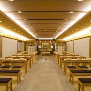 2013年1月に館内神殿がリニューアル!最大88名様着席可能な空間へと生まれ変わり、ご親族様だけでなくご友人や大切な方々にもご参列いただけます。|名古屋観光ホテルの写真(398193)