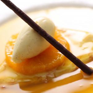 シェフが披露宴会場内で仕上げるデザートが人気。|名古屋観光ホテルの写真(338426)