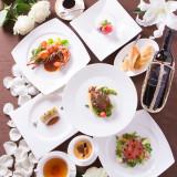 料理は歴史と伝統を礎に、四季の味わいを感じられるよう、旬の食材をコースに取り入れています