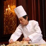 おもてなしの重要アイテム「料理」は、チェスター太田の自慢のひとつ!シェフが会場内で料理を取り分ける演出も大人気。