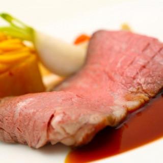 国産牛のローストビーフ、オマール海老のスープを含む試食会を開催!