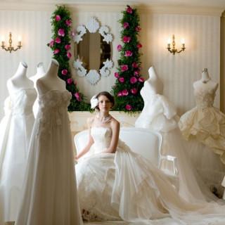 当日、館内にある全国展開のドレスショップで憧れのドレスを無料でご試着♪(※予約画面にて申し込み必要)