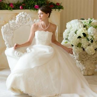 当日、城山観光ホテル館内にある全国展開のドレスショップで憧れのウエディングドレスを無料でご試着♪