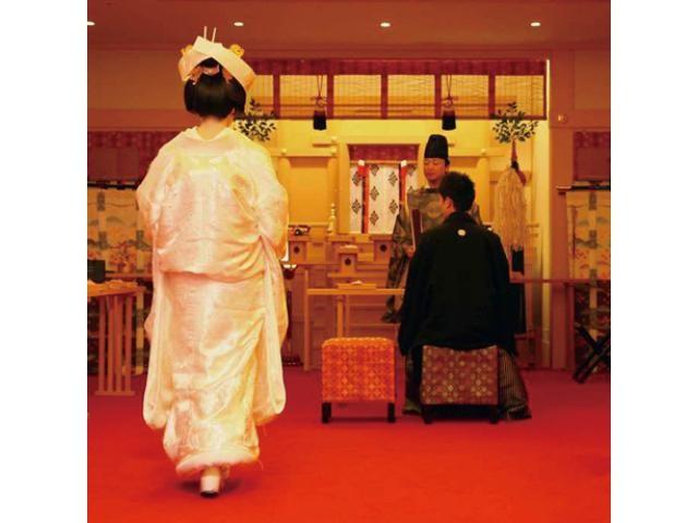 ■伝統とモダンが調和する館内神殿見学■