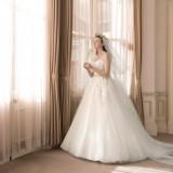 次へ  館内には専用のドレスサロンを設置。豊富に揃うドレスは、すべての当館のためにセレクトされたものばかり