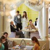 """【ラウンジ】ご披露宴の後はご友人の皆さまと一緒に""""アフターパーティー""""をするのはいかがでしょうか?ご結婚式の感動をそのままに同じ建物内で最後までゆっくり過ごせます。"""