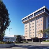 八戸市に佇む当ホテル。たくさんの緑に囲まれゆったりとした時間が流れる。