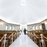 パイプオルガンと聖歌隊の生演奏が天井の高いチャペルに響き渡ります。