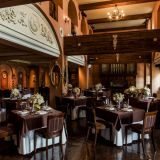 ≪Princesa≫2フロア吹き抜けのパーティ会場。パイプオルガンとステンドグラスを有し階段からの入場が可能。ウエディングのために造られた特別なレストラン。