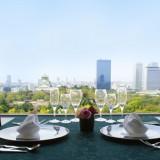【12Fレストラン】大阪城を望む天空のレストラン。人気の窓席や個室での貸し切り利用など、本格懐石の繊細でおいしいお料理を、リーズナブルな価格でご用意しております。