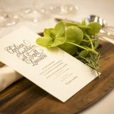 お客様が会場に入って最初に目に入る、お席札やメニュー表は手作り感のある物のおススメです