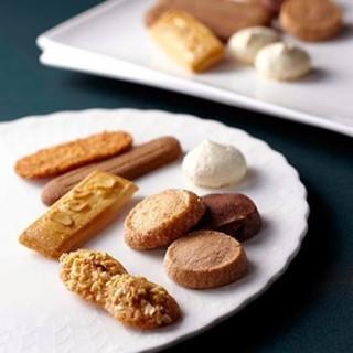 【来館された方へ】帝国ホテル オリジナル焼き菓子の試食をご用意