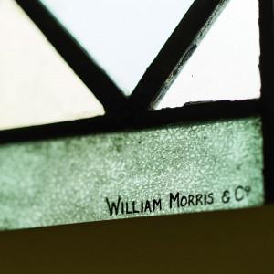 ステンドグラスは「モダンデザインの父」巨匠ウイリアムモリスの作品。本物だけが放つ輝きに魅了される。ブライダルフェアでは、本格的なチャペルを見学できるので体感してみて。|アニヴェルセル 表参道の写真(1077796)