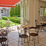早めにご到着されたゲストに嬉しいカフェ。なんとドリンクは無料!(ソフトドリンク)待ち合わせにも便利!