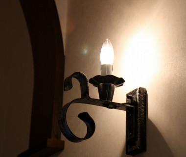 教会廊下の照明